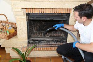 Nettoyage et vidage de la cheminée